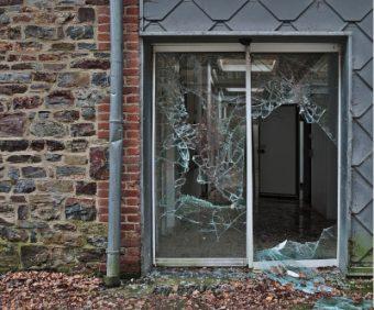 Deur van glas vervangen in Leiden